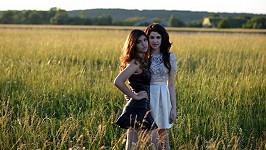 Sestry Celeste a Carmel jsou si podobné skoro jako jednovaječná dvojčata.