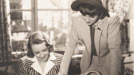Nataša Gollová a Adina Mandlová si zahrály nerozlučné přítelkyně ve filmu Okouzlená (1942). V té době už se ale nekamarádily.