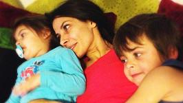 Eva Decastelo leží doma se zápalem plic.