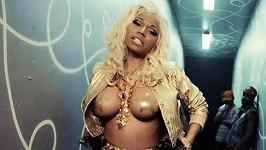 Nicki Minaj se s nahotou nepáře.