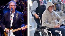 Eric Clapton před dvěma lety na pódiu a nyní na vozíku