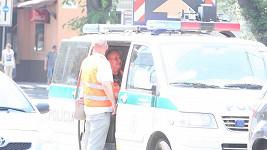 Jožo Ráž v policejním voze po nehodě