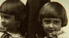 Tahle holčička celý život bavila lidi. Její život příliš veselý nebyl.