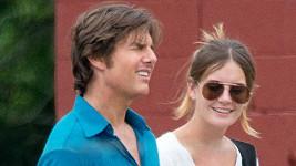 Tom Cruise má mít prý velmi blízko ke své asistentce Emily.