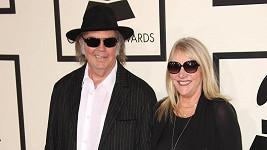 Ještě v lednu vystupovali Neil a Pegi na udílení cen Grammy jako zamilovaný pár.
