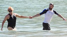 Hugh Jackman s manželkou Deborrou v Karibiku.