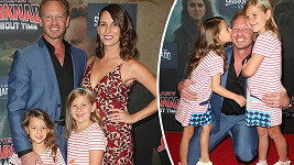 Ian Ziering s rodinou na filmové premiéře