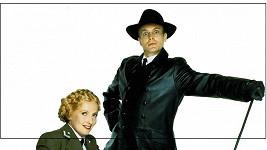 Helga a Herr Flick ze seriálu Haló, haló! přijíždějí do Prahy.