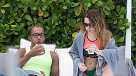 Katie Piper s manželem Richardem Suttonem na líbánkách.
