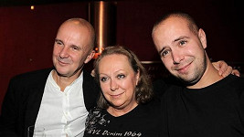 František Soukup se svými rodiči Ondřejem Soukupem a Gábinou Osvaldovou.