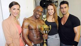 Karolína a Táňa s nejlepším striptérem planety Kenzem.