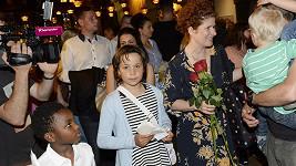 Alice Nellis se svými dětmi Ellou a Oliverem.