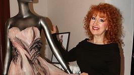 Jaroslava Kretschmerová obdivuje práci Blanky Matragi.
