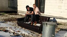 Markéta a Daniel sdílí společnou domácnosti a okupují sedačku Angeliny a Brada. Co za tím je?