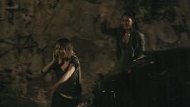 Spolubydlící Lucčiny postavy hraje exotická Mary Coronado.