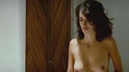Španělská herečka Penelope Cruz odhalila ve filmu Rozervaná objetí ňadra.