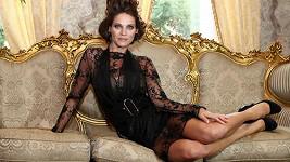Andrea pózovala ve vyzývavých šatech.