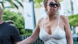 Mariah Carey se nachází na Francouzské riviéře.