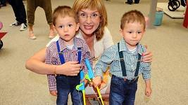 Štěpánka Duchková se svými nezbednými syny.
