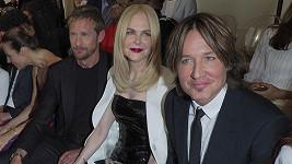 Nicole Kidman obklopena manžely