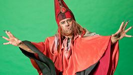 Herec je v kostýmu k nepoznání.