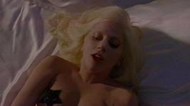 Lady Gaga se svlékla... a je z ní oceňovaná herečka.