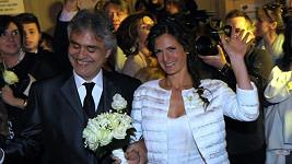 Andrea Bocelli s jeho krásnou manželkou.