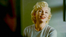 Michelle Williams jako slavná Marilyn Monroe.