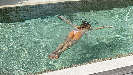 Veronika a Míra mají u své vilky k dispozici privátní bazén.