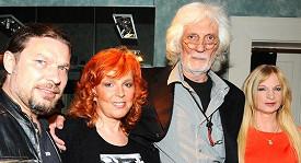 Petr Hapka a čarodějka Ivana Regina Sádlová (vpravo)