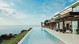 Resort na Ibize poskytl Harrymu, Meghan a Archiemu luxusní útočiště.