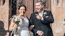 Moderátor Evropy 2 Ondra Vodný se oženil.