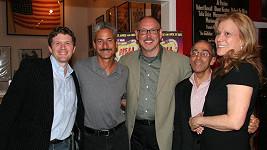 Fred Caruso (zcela vlevo) se svými přáteli.