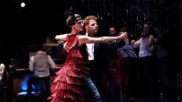 V divadelním představení Ypsylonky Onder hraje tančí a dokonce i zpívá...