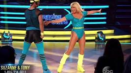 Suzanne Somers řádí v jubilejní dvacáté řadě soutěže Dancing With The Stars.
