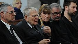 Jan Skopeček neudržel slzy a na pohřbu milované manželky se rozplakal.
