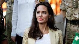 Angelina Jolie se angažuje v podpoře uprchlíků.