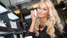 Miss Earth 2012 je v zahraničí zvyklá na luxusní servis. V Čechách se ho nedočká.
