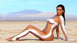 Kim Kardashian nenechává sledovanost desáté řady náhodě...