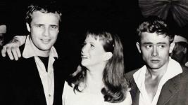 James Dean (vpravo) a Marlon Brando spolu prý udržovali intimní poměr.