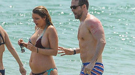 Blake s Ryanem v oceánu. Před nimi modelky Karlie Kloss a Gigi Hadid.