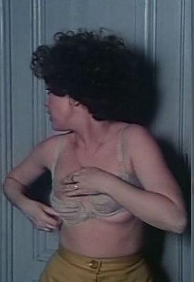 Naďa Konvalinková se ve filmu Žena pro tři muže svlékla do kalhotek a podprsenky.