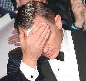 Daniel Craig by se raději viděl v posteli s teplým čajem.