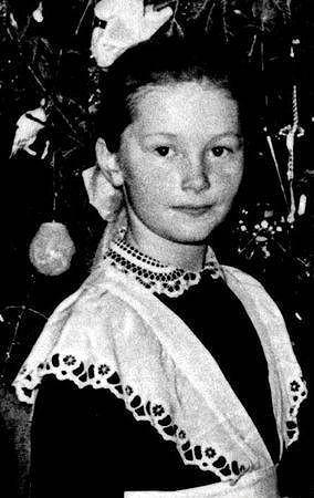 Alla Pugačova jako malá dívka.