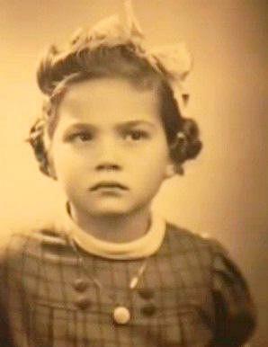Myslíková chtěla být spisovatelkou, ale nakonec se převážně věnovala herectví. Knížky psala až mnohem později.