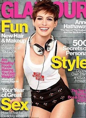 Anne Hathaway na obálce časopisu.