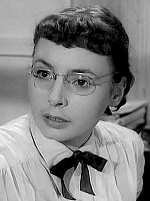 Jana Kvapilová si ve filmu Uspořená libra (1963) zahrála úřednici.