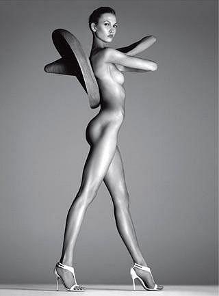 Americká modelka Karlie Kloss na obálce italského Vogue.