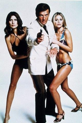 Britt Ekland v bondovce Muž se zlatou zbraní z roku 1974.