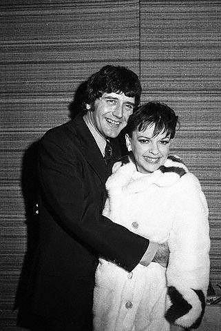 Judy se svým posledním mužem Mickey Deansem.